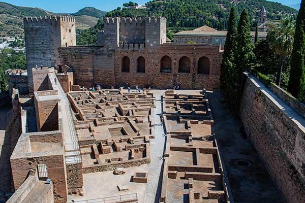 Plaza y Torre de Armas